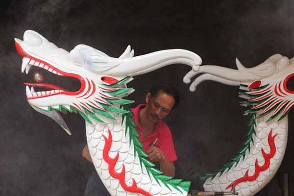 湖南道县:手工雕刻龙船头迎端午