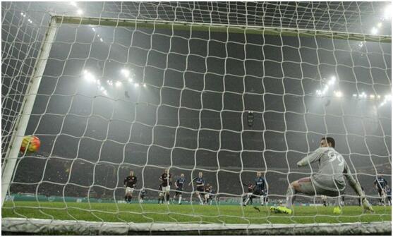 研究称慢镜头回放会提高足球裁判作出严惩决定可能性