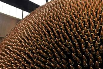 """很暴力美学了:艺术家用4万枚子弹打造""""死星"""""""