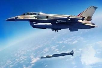 """火箭弹被""""魔改""""成导弹 以色列展示新空地导弹"""