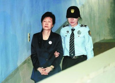 朴槿惠因收受国情院特殊费被检方求刑12年