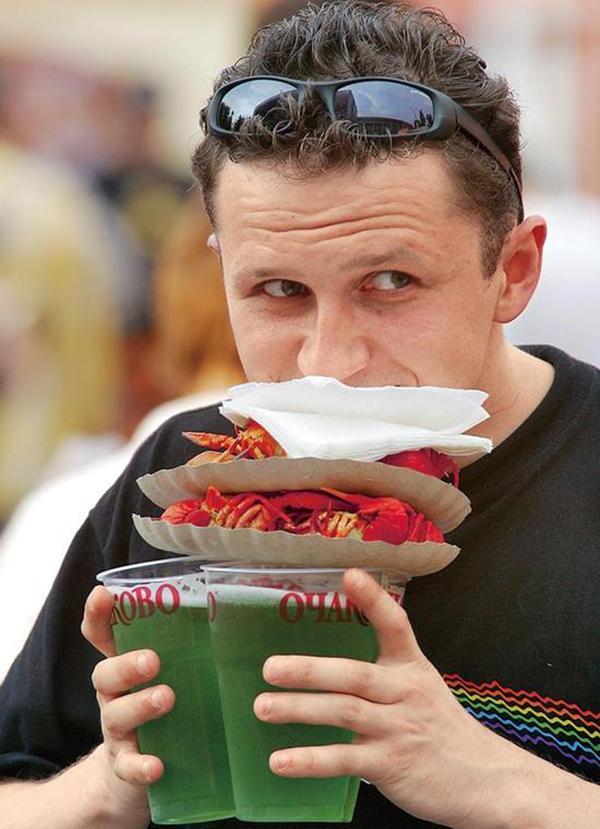 德国啤酒大战中国小龙虾,世界杯32强都带了点啥?