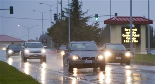 炎炎夏日雷雨天气 开车用车注意事项