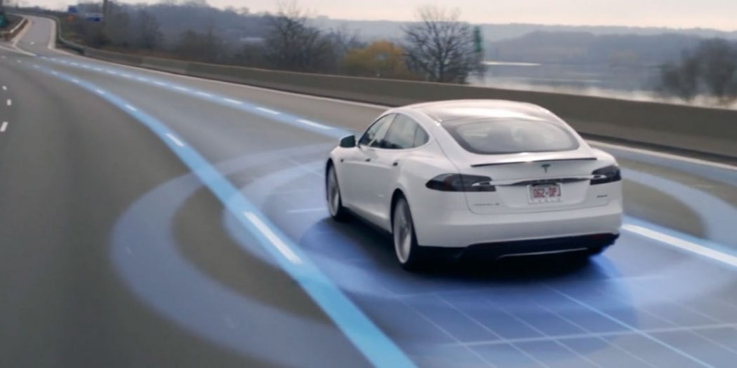 特斯拉将完善Autopilot提示系统 强调司机手握方向盘不松懈
