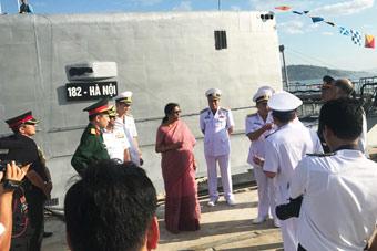 印度防长访问越南 两国防务合作再度升温