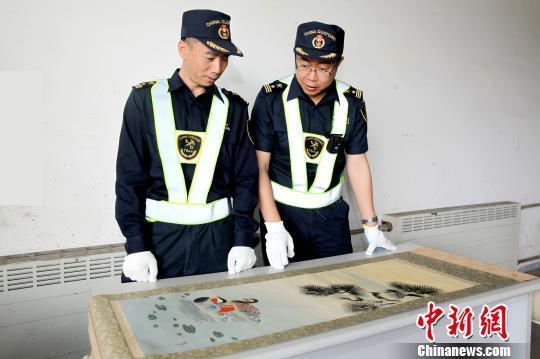 大连海关查获一起进口货物夹藏文物案 含42件文物