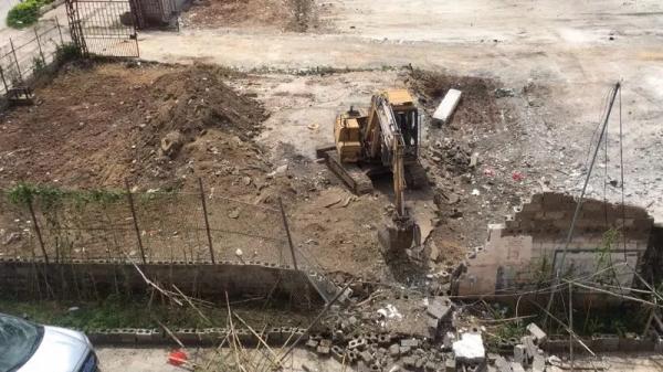 广西贵港警方通报:挖掘机挖土引发爆炸造成3名人员受轻伤