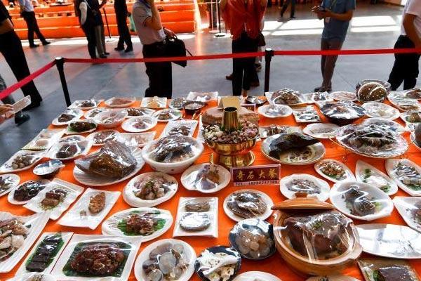 """""""奇石大餐""""亮相新疆石博会"""