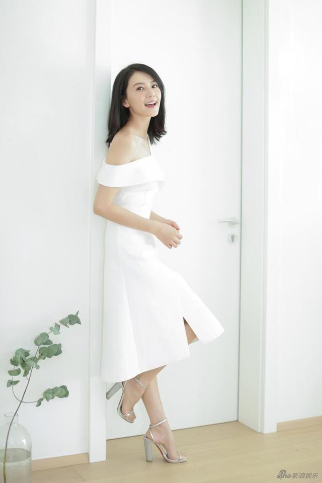 高圆圆甜笑迷人,佟丽娅笑容甜美动人,网友说,陶醉于她们的笑容