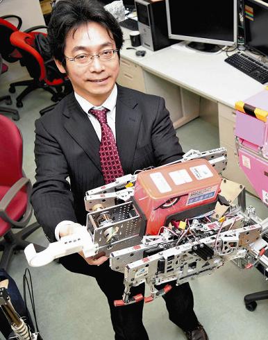 """脑洞真大:日本教授开发八脚""""怪物""""机器人对付熊"""