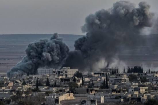 美国为首国际联军空袭叙政府军阵地 造成人员伤亡