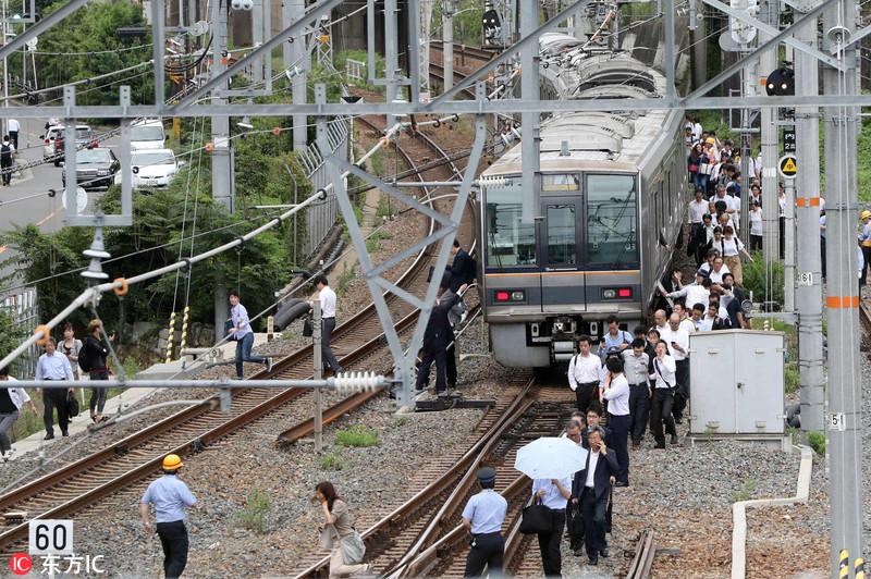 日本大阪发生6.1级地震 房屋倒塌新干线停运