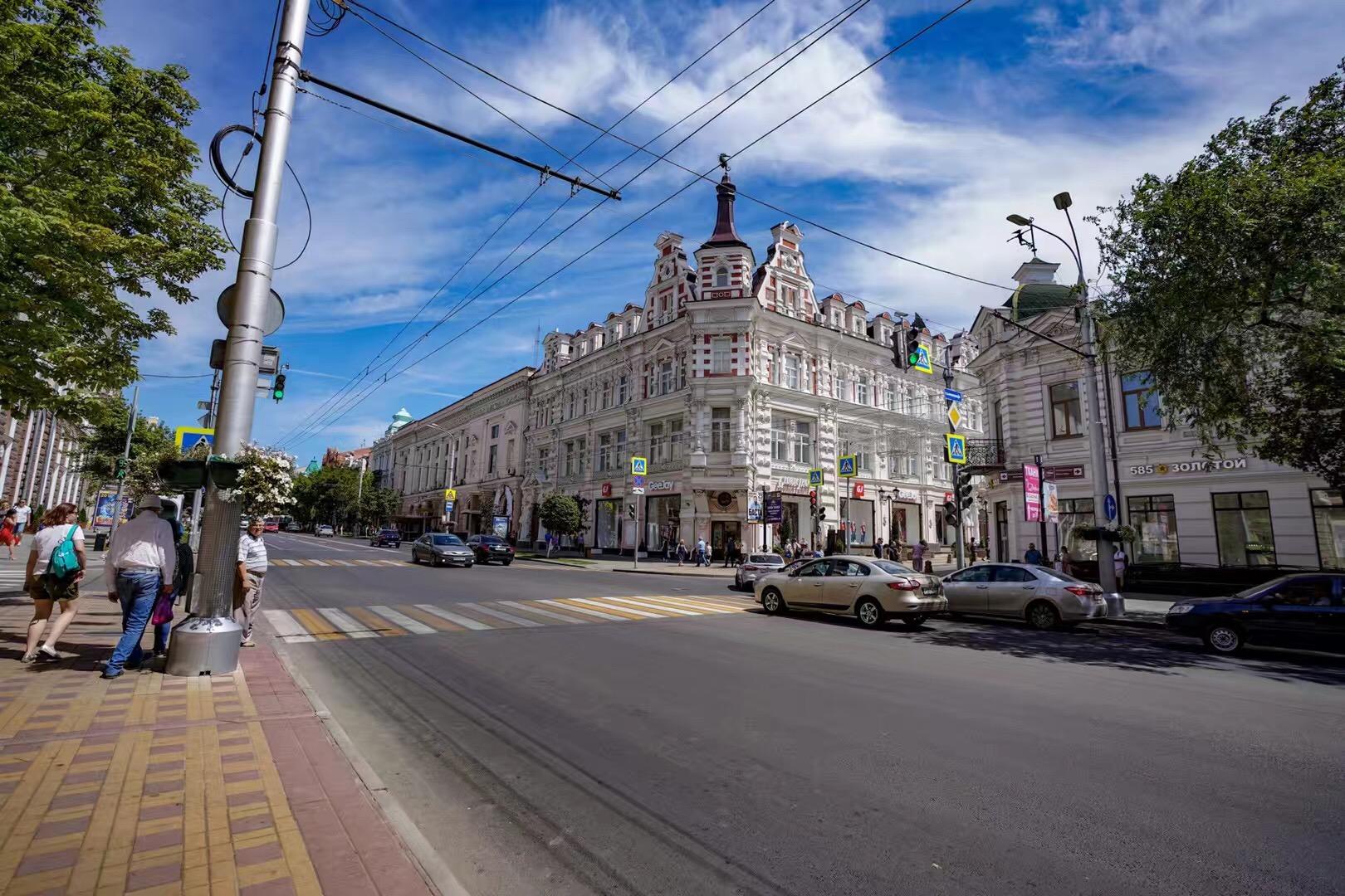 世界杯席卷古城罗斯托夫