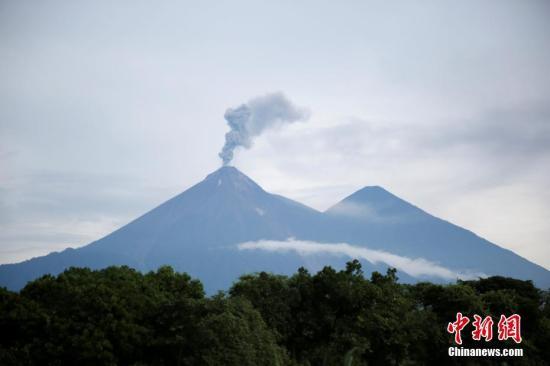 危地马拉火山爆发百余人失踪 政府决定终止搜索