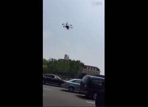 天津交警测试无人机执法车祸现场