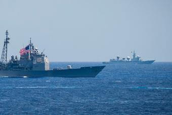 美日印大搞海上演习 中国侦察船在不远处现身