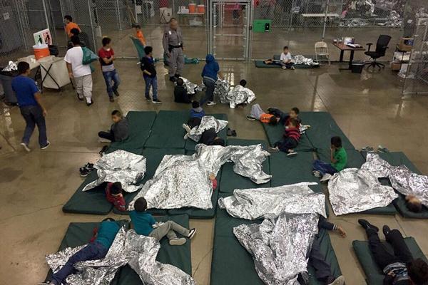 美墨边境移民儿童被迫与父母分离
