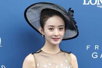 赵丽颖长裙优雅甜蜜可爱!