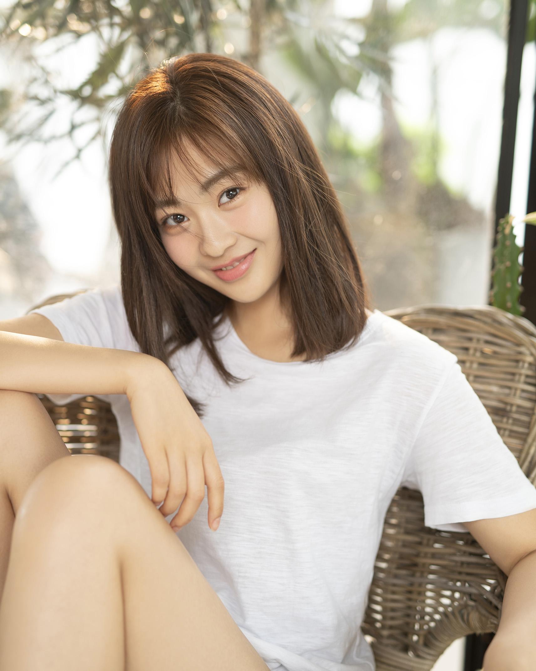尚斯琪青春系写真曝光 标榜95后清新小花新典范