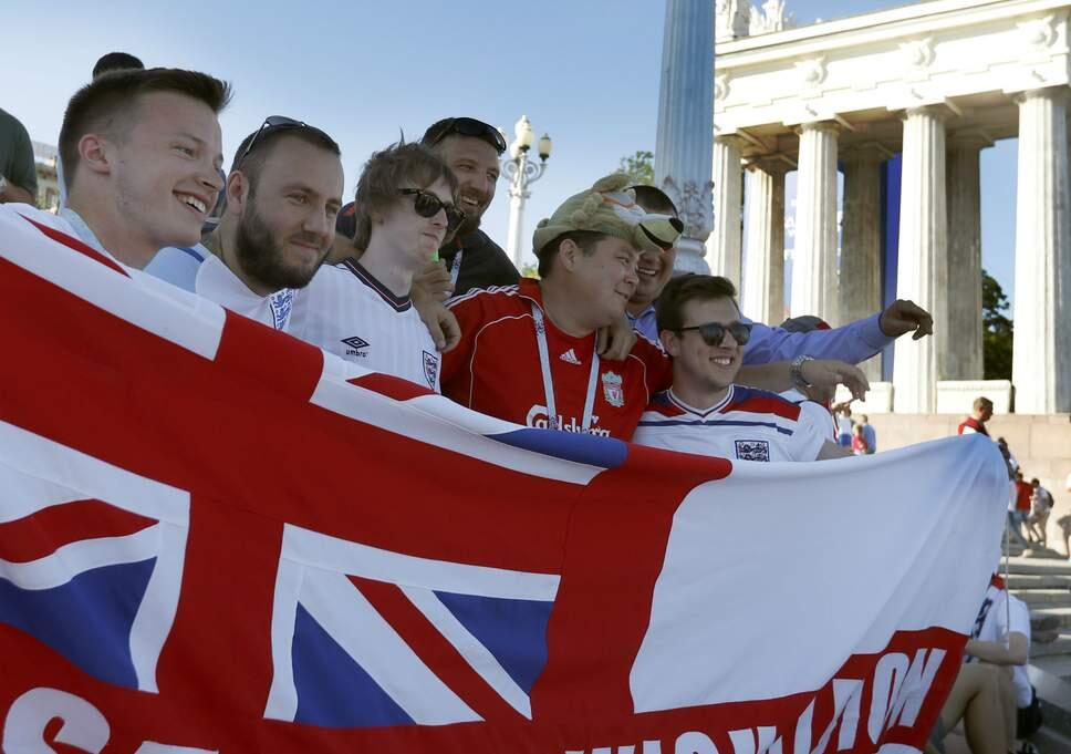 不再打架 英格兰球迷夸赞在俄罗斯受到热情欢迎
