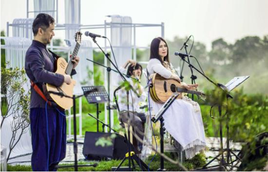 小娟&山谷里的居民端午节开唱 办海边音乐会