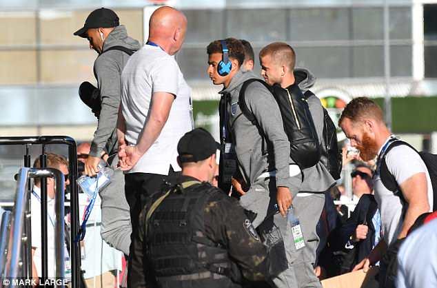英格兰世界杯期间屡遭蚊虫骚扰 当地派直升机灭蚊