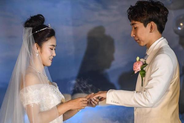 韩天宇、刘秋宏在抚顺举行婚礼