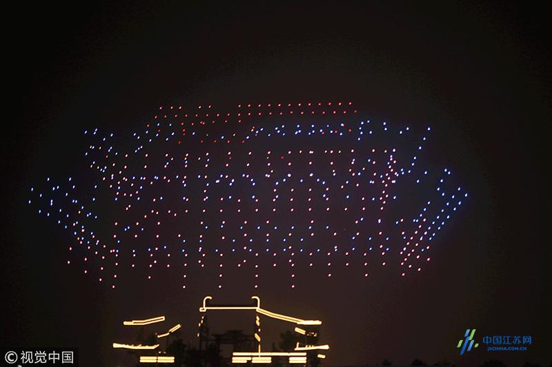 西安:大明宫举行《诗汇长安》唐诗演出 千架无人机起飞助兴