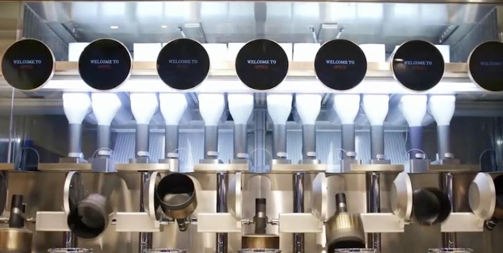 波士顿一餐馆实现机器人炒菜 人类厨师遭取代?