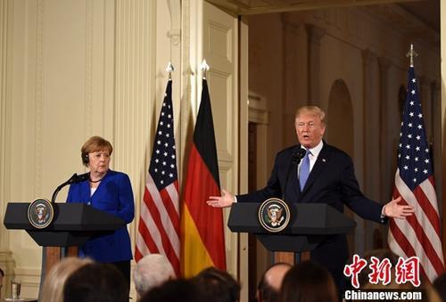 """特朗普指责默克尔""""放任""""移民改变德国"""