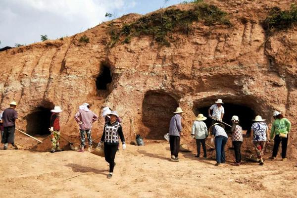 四川九绵高速现1600年前崖墓群