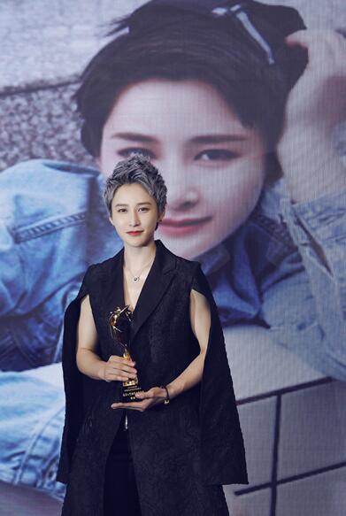 蒋璐霞亮相时尚盛典 荣获最具人气动作女演员奖