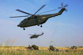 我军陆航出动直8大机群演练要点夺控