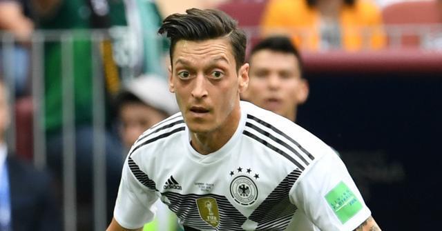 德国名宿齐开炮:厄齐尔像死青蛙 该用罗伊斯取代