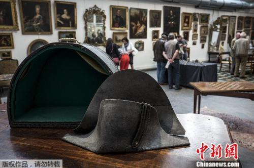 拿破仑双角帽以35万欧元落槌:滑铁卢战役戴过