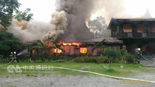 台湾花莲救灾灭火消防队跑错地方 木造建筑烧毁