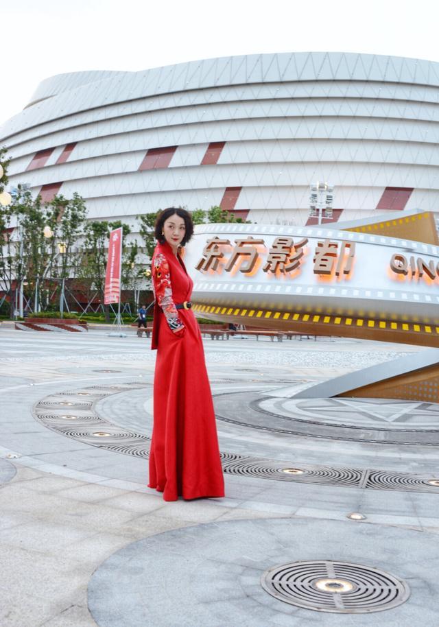 盖娅传说·熊英时装大秀亮相首届上合国家电影节闭幕式