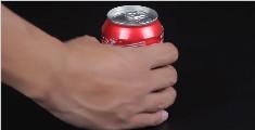 教大家一个神技能,可乐无论怎么晃开盖都不会喷洒出来