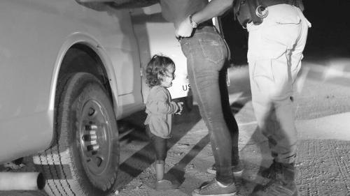 特朗普对移民儿童凄惨音频不为所动:美国不是移民营