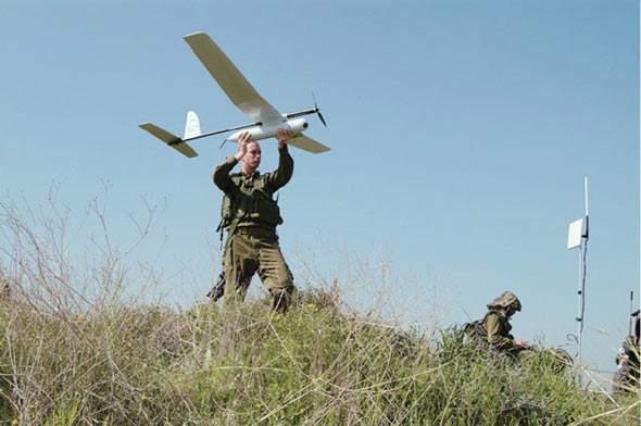 叙利亚军方用机枪击落一架以色列云雀无人机