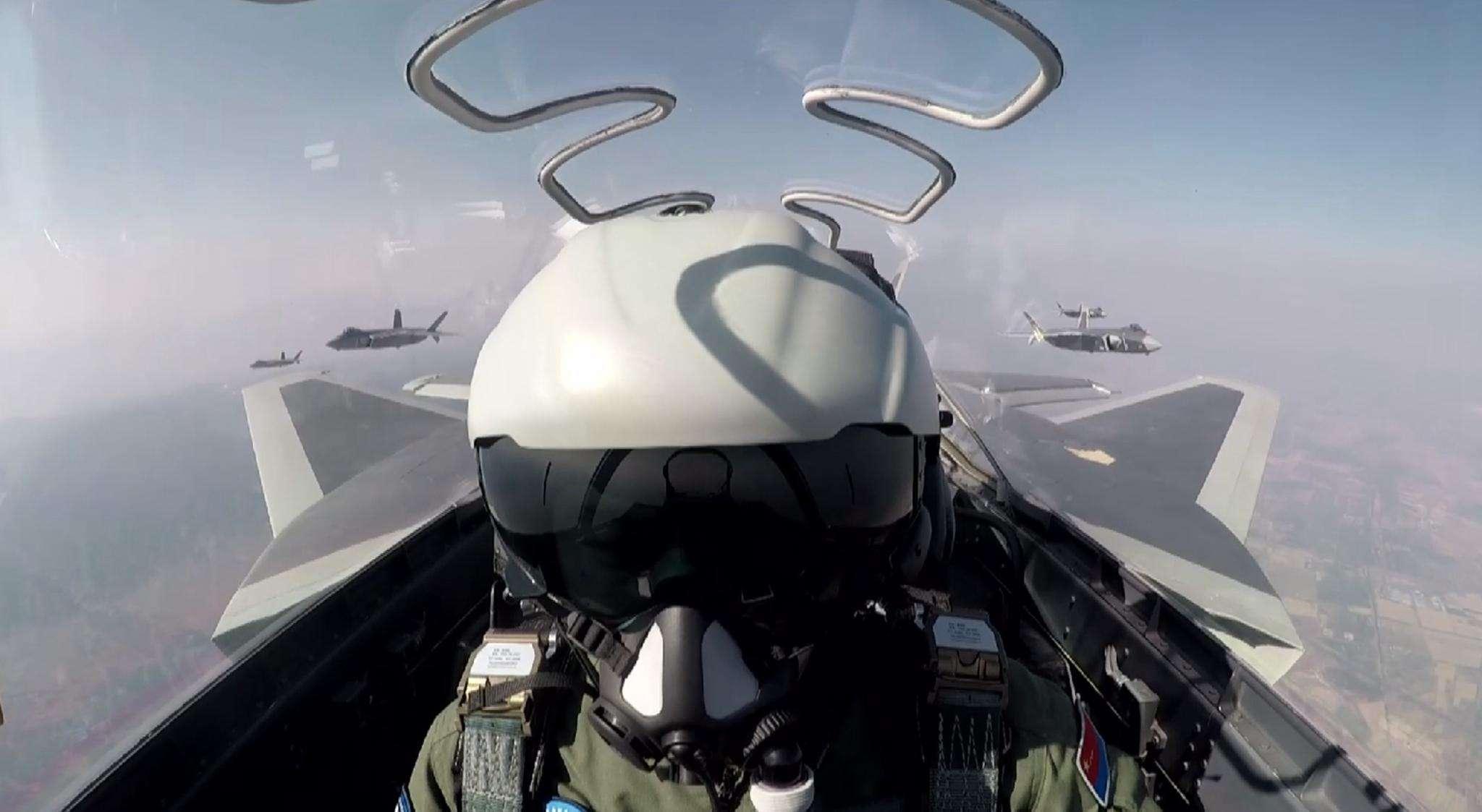 歼-20研制实现四大目标 部分性能更胜F22一筹