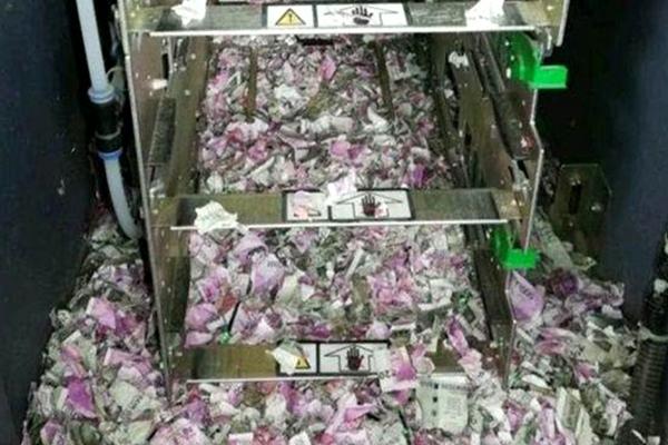 """印度一ATM机遭老鼠""""洗劫"""" 120万卢比钞票被撕成碎片"""