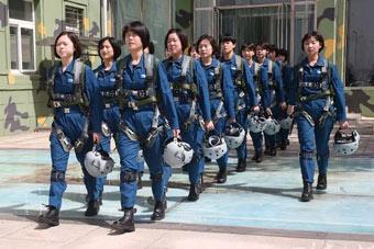 未来战场有她们一片天!空军第十批女飞学员毕业