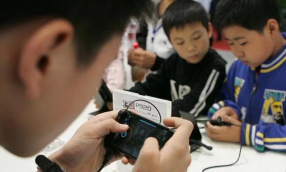腾讯游戏:未成年人单日消费超500元将引发警报