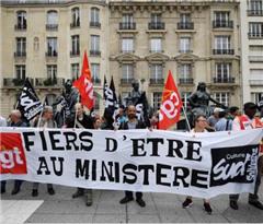 法国5家工会联合号召罢工 多处旅游景点关门