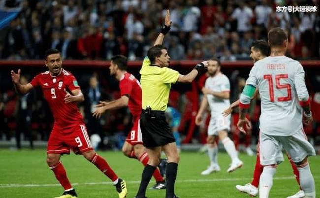 伊朗进球被判无效 引伊朗球员不满