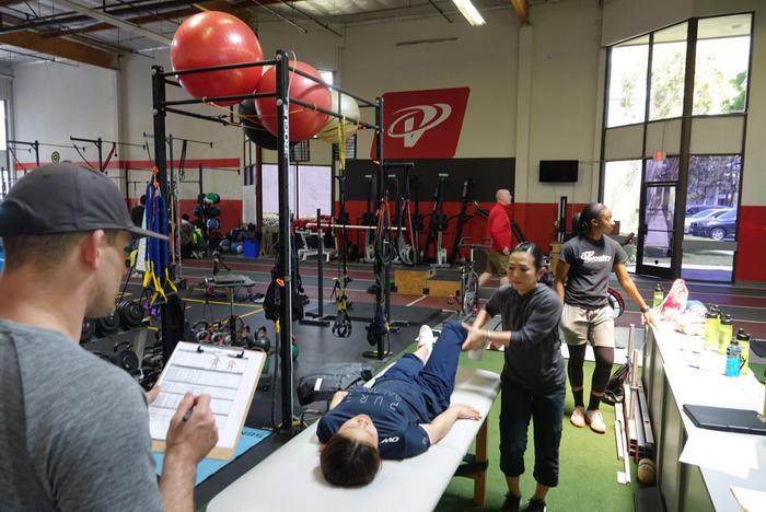 自由式滑雪U型场地国家集训队赴美国进行体能强化训练