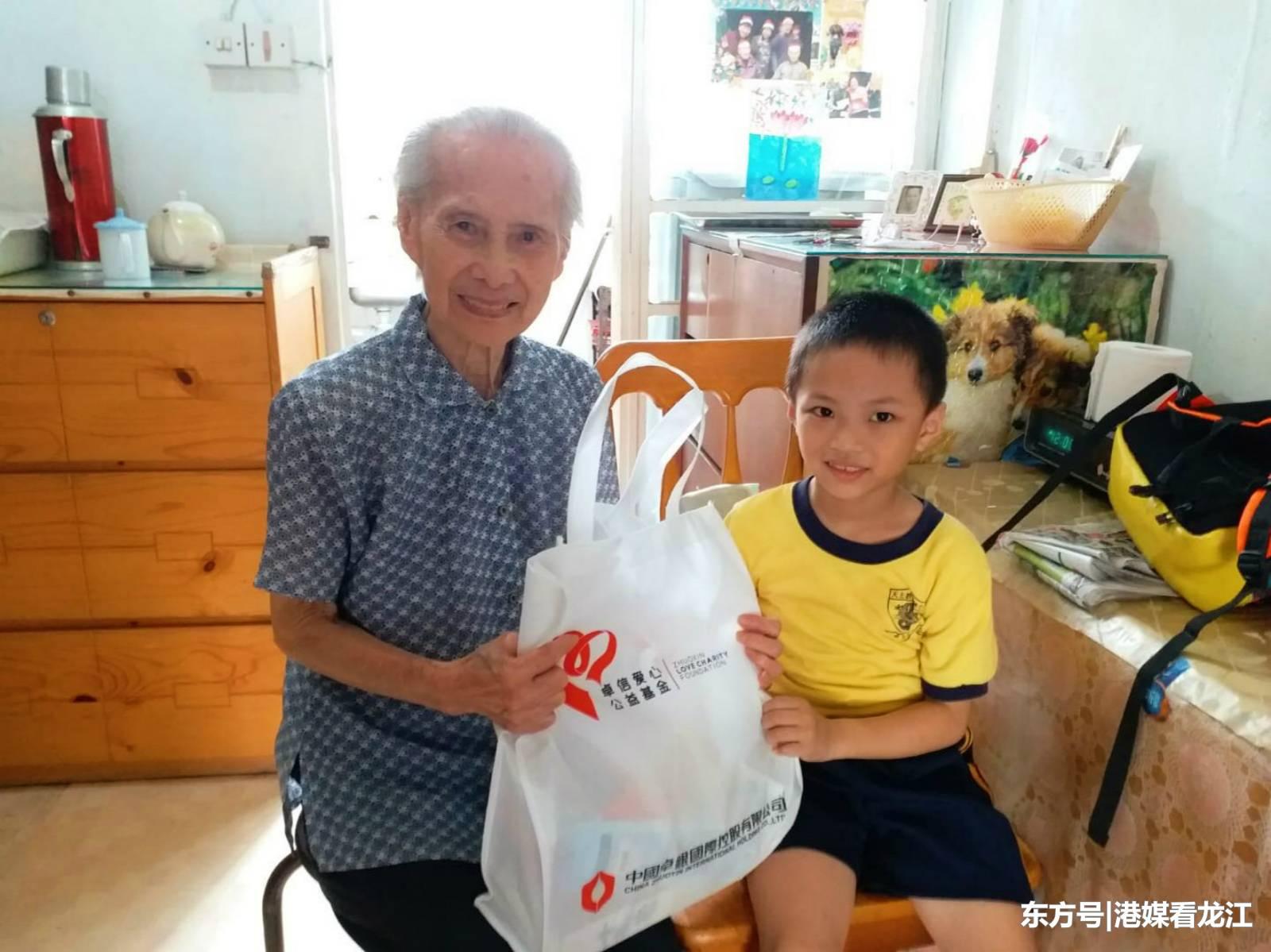中国卓银:关爱独居老人 我们在行动