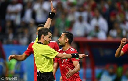 伊朗进球被判无效 VAR与当值边裁均判罚越位在先