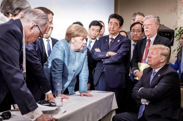 """被""""围攻""""后的小情绪?特朗普被曝G7峰会上向默克尔扔糖果"""